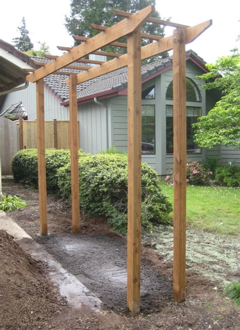 free standing trellis for along fence line ideas for