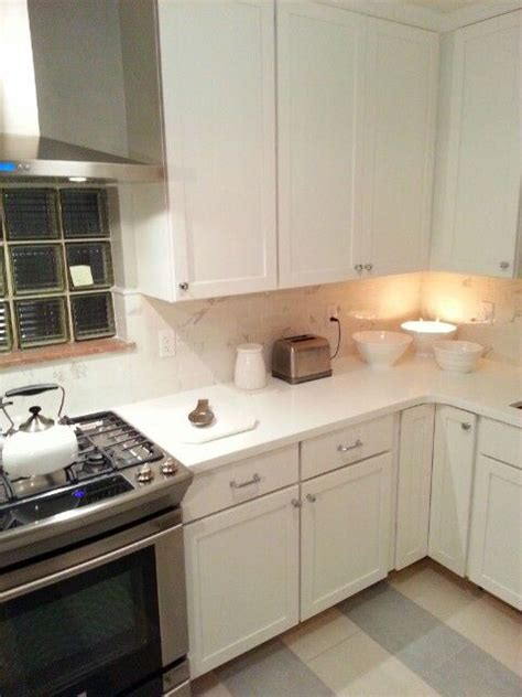 Livingstone Countertop by Top Knobs Hardware Medallion White Shaker Cabinets