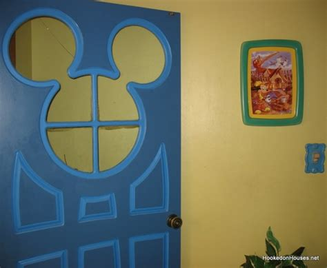 Mickey Mouse Door by Mickey Mouse S Country House At Disney World Hooked On