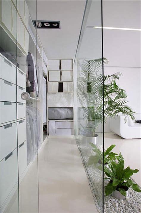 kleiderschrank im wohnzimmer begehbarer kleiderschrank im wohnzimmer wohnideen einrichten