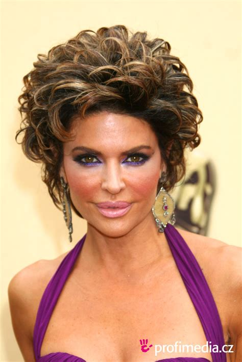 does lisa rinna have naturally curly hair lisa rinna hairstyle easyhairstyler