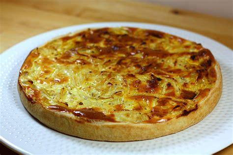 cuisiner les oignons recette de la tarte aux oignons l 233 g 232 re ma p tite cuisine