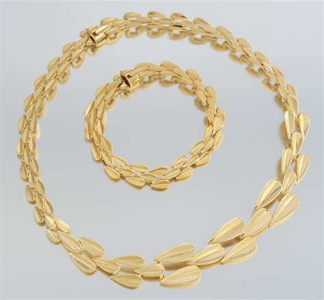 an 18k gold necklace and matching bracelet 01 28 11