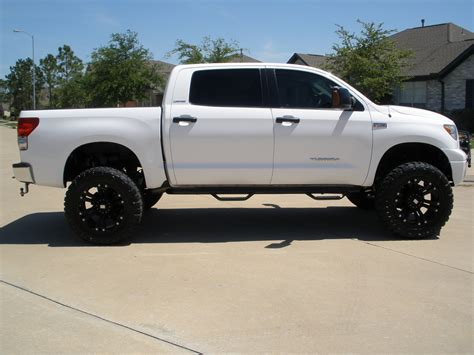 lifted toyota pickup lifted 4x4 2007 toyota tundra crewmax limited pickup 4d