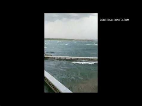 duck boat in storm video shows struggling duck boat in mo storm youtube