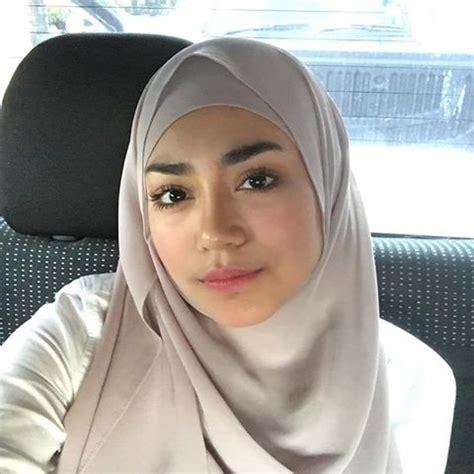 profil  biodata uyaina arshad lengkap  foto
