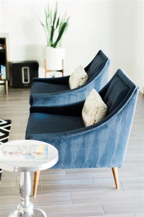 wohnzimmer sessel modern glam modern arcadia home tour midcentury modern blue