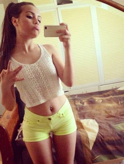 selfie cute teen girl dress tumblr hipster hipsters girls friends cute hair