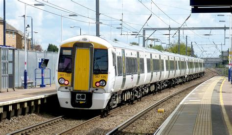 thameslink prices leagrave train station 1st airport taxis