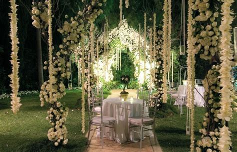 Small Backyard Wedding Reception Ethereal Spring Wedding At The Beverly Hills Hotel
