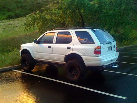 isuzu dmax lifted isuzu trooper lifted wallpaper 2048x1536 13400