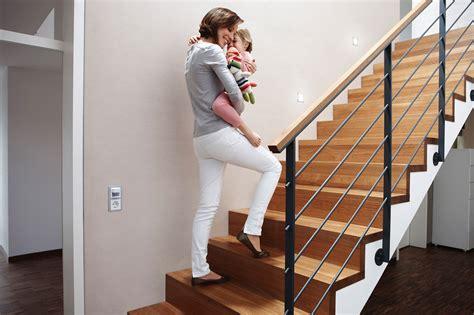 bewegungsmelder treppe mehr sicherheit und komfort mit automatischer lichtsteuerung