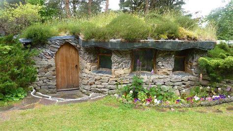 Berm Houses by Hobbit Vs Fabrication Fran 231 Aise Construction Et Auto