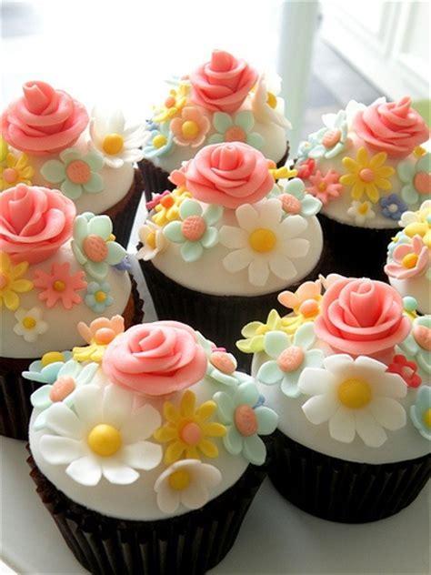 inspirasi membuat yel yel foto dengan dasar putih cupcakes ini tak manis
