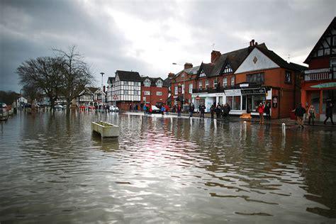 Thames River Disaster | uk floods crisis stockbroker belt submerged as river