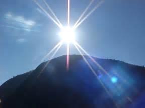 la luz tras la reflejos de luz y entonces vio la luz