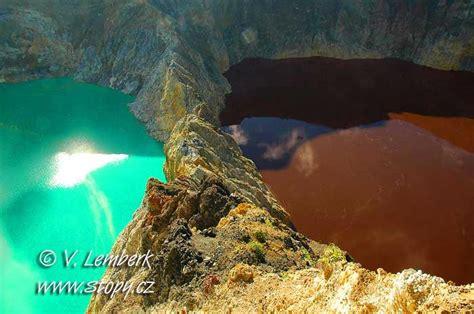 changing colors  water  sacred kelimutu lakes