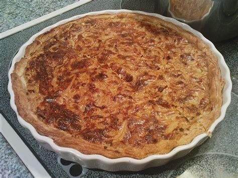 kuchen mit blätterteig speck zwiebel kuchen mit bl 228 tterteig rezept mit bild