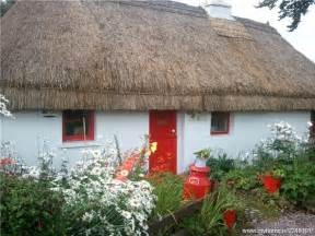 thatched roof cottage thatched roof cottages