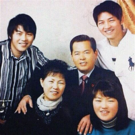 lee seung gi sister age song joong ki s mother speaks up about her son s marriage