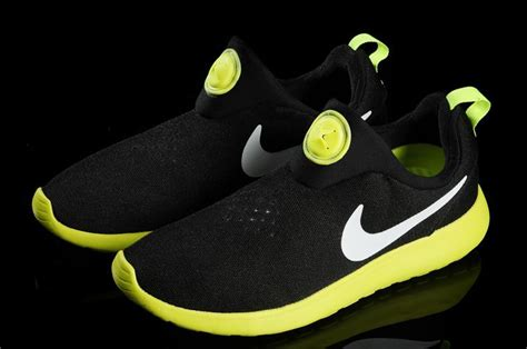 Running Shoes Nike Rosherun Black White nike rosherun slip on black yellow white swoosh shoes selling