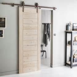 une porte coulissante en bois brut avec le syst 232 me