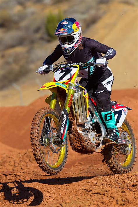 james stewart motocross gear james stewart 2014 yoshimura suzuki motocross pictures