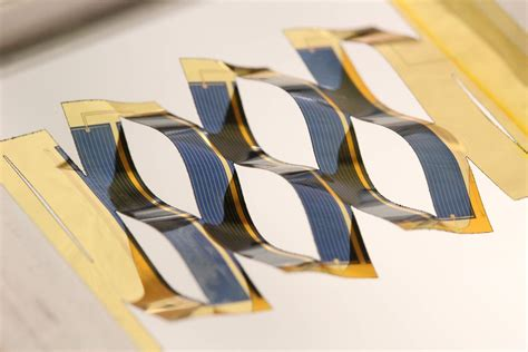 light weight solar panels new lightweight solar cells can track the sun