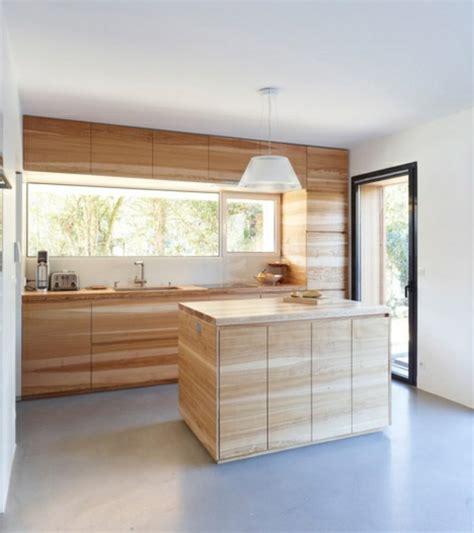 küchenteppich schwarz wohnzimmer gelbe wand