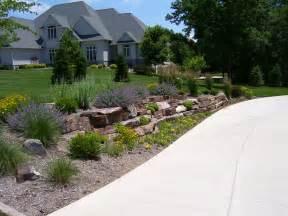 Landscape Ideas By Driveway Garden Design 58136 Garden Inspiration Ideas