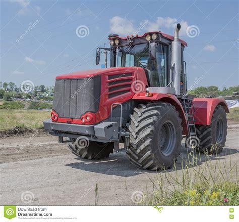 agricole russe tracteur agricole russe puissant en photo stock