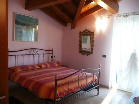 romantisches schlafzimmer ferienwohnung villa ronc d albert girasole lago maggiore