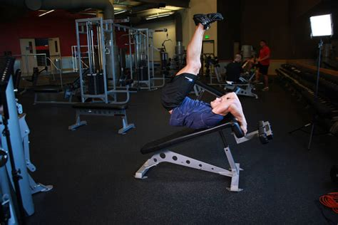 decline bench reverse crunches decline reverse crunch exercise guide and video