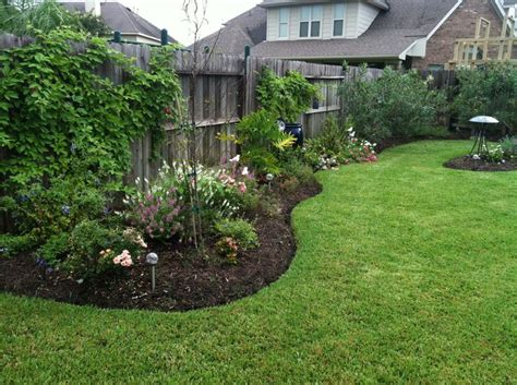 Backyard Fence Landscaping Ideas by New Landscaping Along Side Fence Backyard