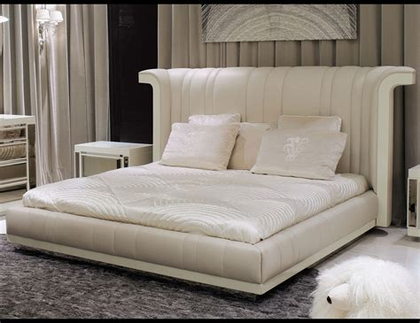 perla bed nella vetrina visionnaire ipe cavalli porfirio luxury