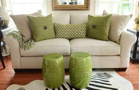 how to arrange pillows on a sofa 5 no fail tips for arranging pillows stonegable