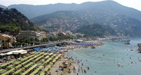 Tiny Houses On The Beach - travelguide moneglia guide moneglia italy nozio 0