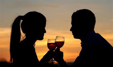 testo l altra donna sua moglie gli ha chiesto di portare a cena un altra donna