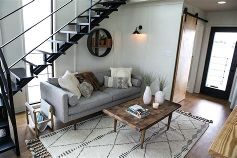 fixer upper houseboat episode can anyone help me find this couch from fixer upper season