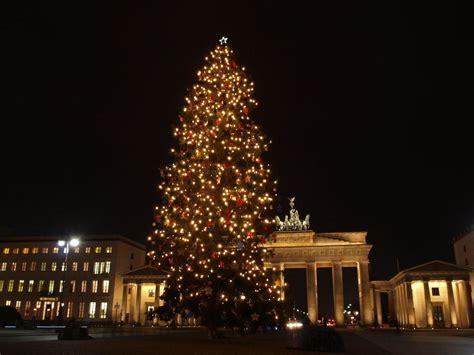 bild quot weihnachtsbaum vor dem brandenburger tor quot zu