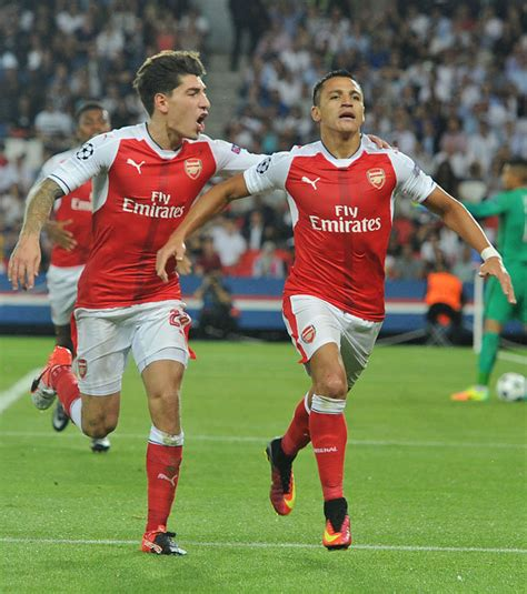 alexis sanchez hector bellerin arsene wenger arsenal manager reveals what he does during