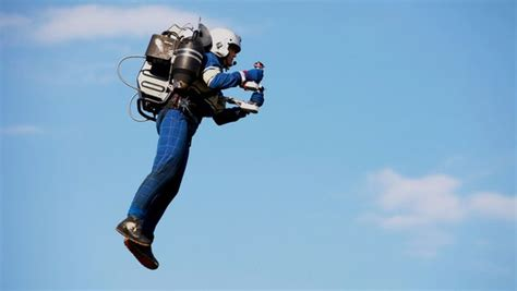 speed boat around statue of liberty jb 9 jetpack makes spectacular debut flying around statue
