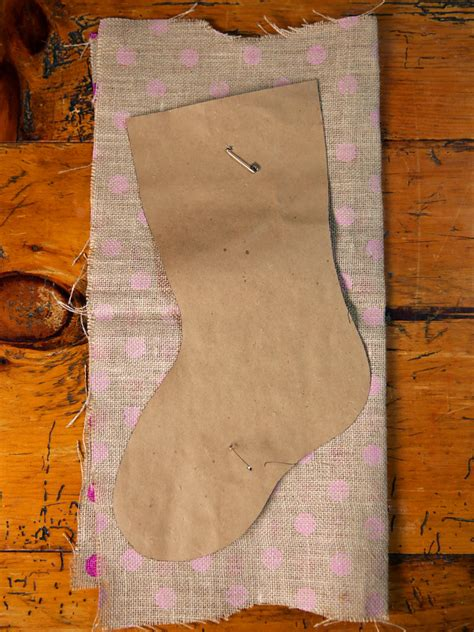 how to geed burlap in a christmas how to make a no sew burlap how tos diy