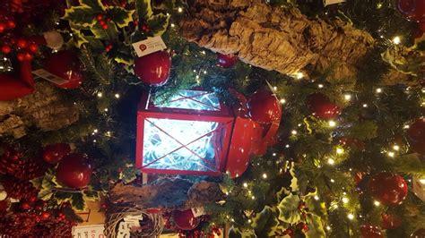 illuminate per natale l idea lanterne illuminate sull albero di natale natale