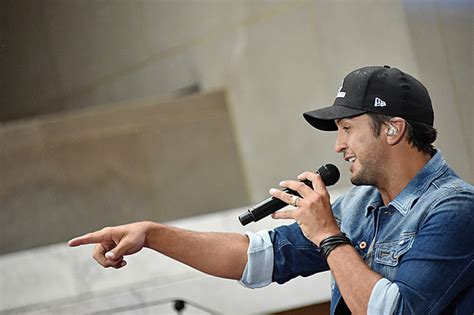 luke bryan heres to the farmer luke bryan s here s to the farmer ep debuts at no 1