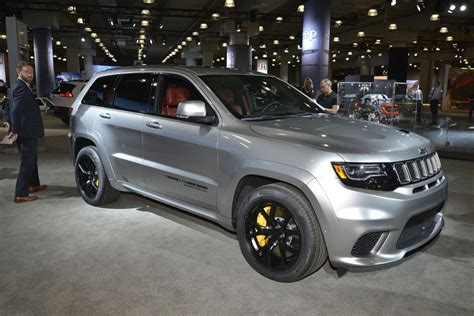 trackhawk jeep black 2018 jeep grand cherokee trackhawk wallpapers hd
