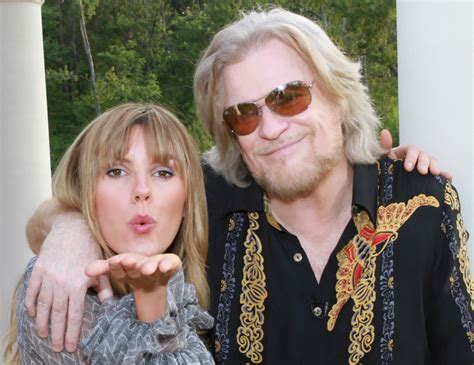 daryl hall house daryl hall welcomes grace potter the nocturnals to his house