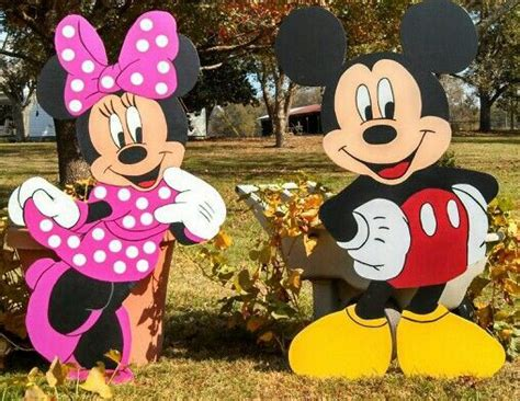 outdoor mickey mouse decorations pin by robin diez on yard inspirations 2
