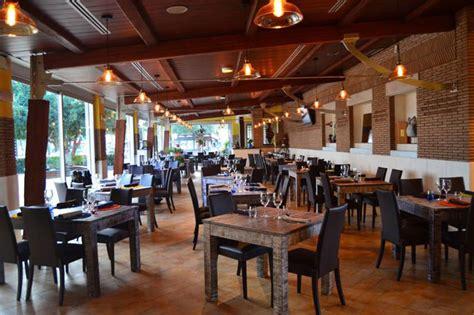tavoli in legno per ristorante tavoli in legno progettazione e realizzazione su misura