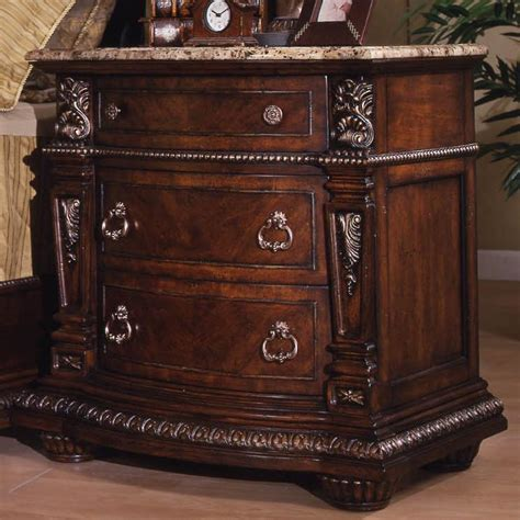 Great American Furniture Company by Davis Direct Coventry Traditional 3 Drawer Stand